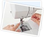 アイシンミシンのミシンは、めんどうな針穴への糸通しがラクチンな糸通し器付きです。
